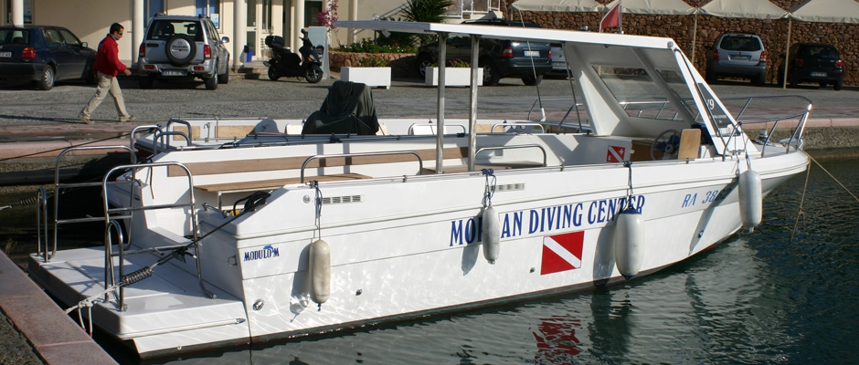 Powerboat for technical diving